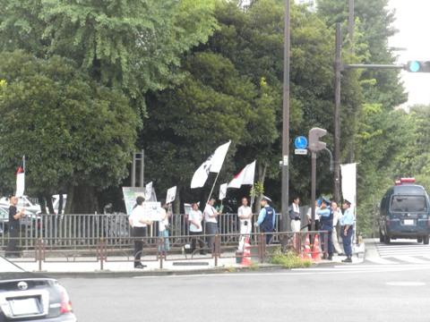 昼、首相官邸前で日韓併合謝罪談話に抗議行動