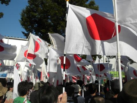 デモ行進前の「東京集会」、壇上は田母神俊雄氏