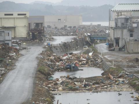 平成23年4月30日宮城県気仙沼市の津波被災地を視察