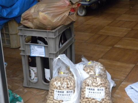 南三陸町の避難所の一つとなっている志津川中学校に支援物資を届けた