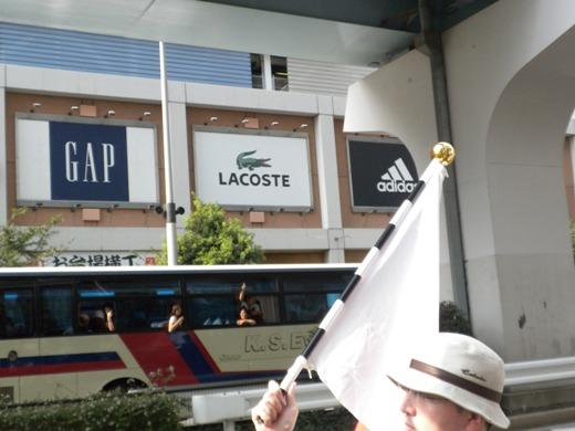 2011.9.19 国を売るメディア(フジテレビ)を糾弾する国民行動・第二弾!バスの乗客(多数)からも大きな声援が飛んだ