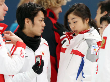 川口悠子と高橋大輔が会話している写真