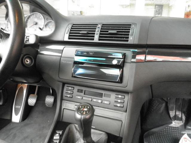 BMW M3(E46型)にサイバーナビを取り付けます