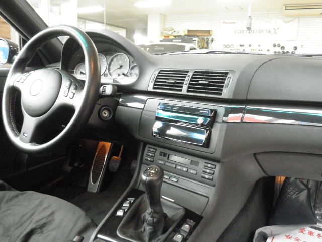 BMW M3(E46型)の左ハンドル車にサイバーナビを取り付けます