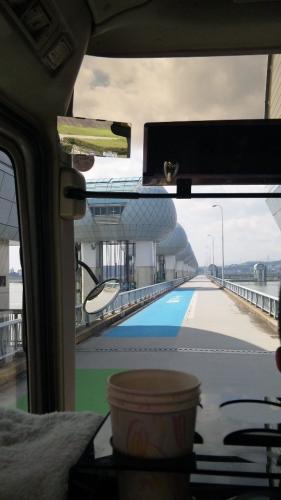 バスで河口堰
