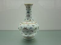 )粉彩描金百蝶紋瓶(19世紀