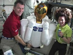 R2と宇宙飛行士@ISS
