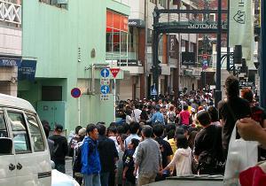 人、人、人、元町商店街はえらいことに。
