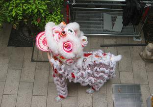 日本とはちと趣の異なる中国獅子舞