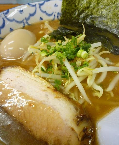 『波』 ラーメン+味玉(アップ)