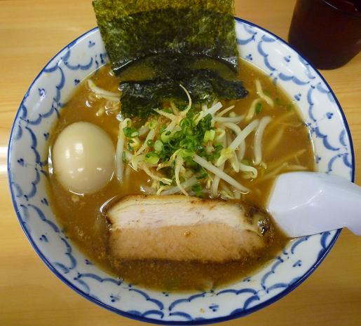 『波』 ラーメン+味玉(750円)