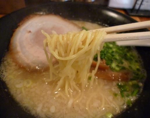 『kamezo』 白湯の塩ラーメン(麺アップ)