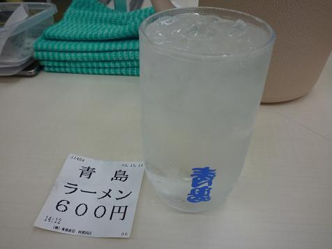 『青島食堂 秋葉原店』 お冷グラスと食券