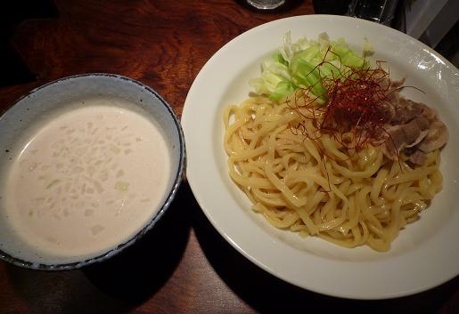 『羽前』 鶏塩ポタージュつけ麺(並・800円)