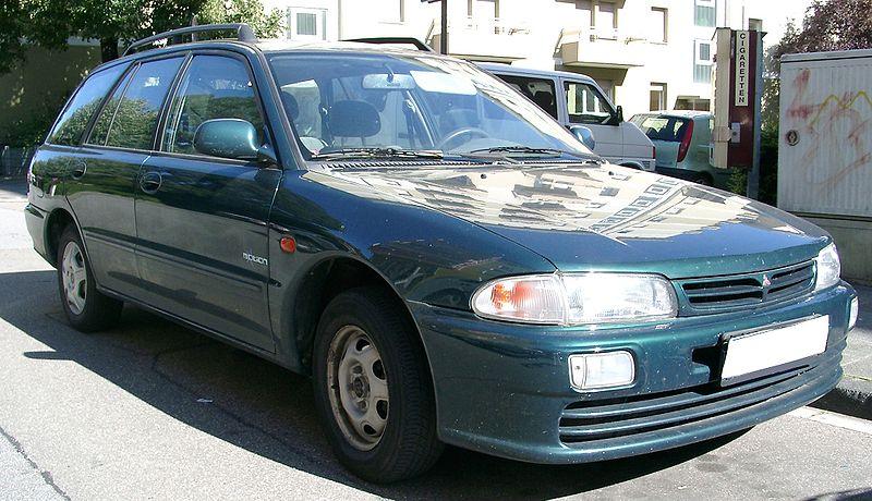 800px-Mitsubishi_Lancer_Kombi_front_20070801.jpg