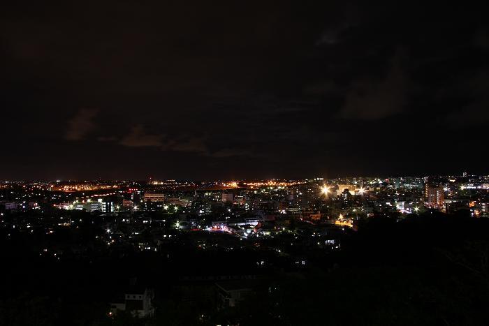 夜の普天間基地