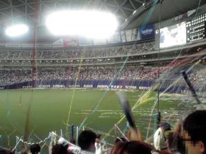 2011.10.19 ナゴヤドーム(試合終了直後:投げ込まれる紙テープ その2)