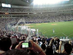 2011.10.19 ナゴヤドーム(優勝ペナントを持って球場を一周する選手たち その1)