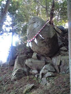 落ちそうで落ちない釣石神社の石