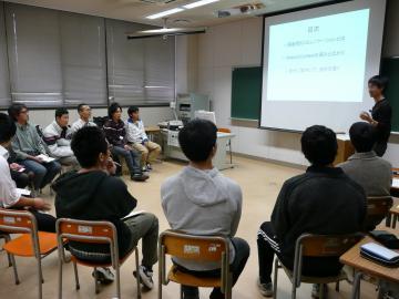 松井先生、車座の風景2