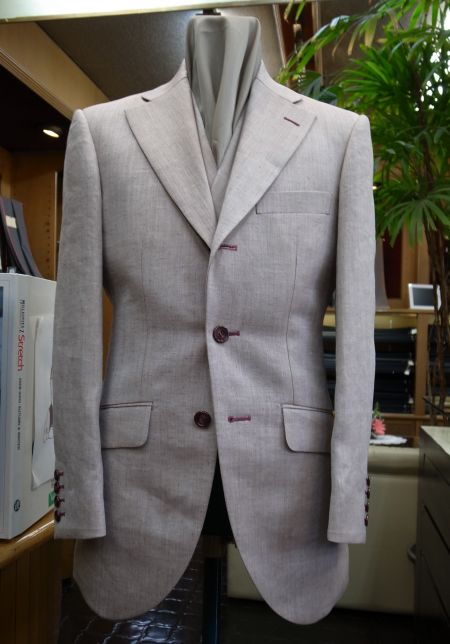 ラミー麻のスリーピーススーツ
