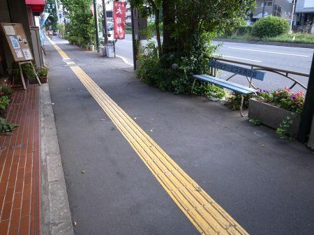 当店前の道路