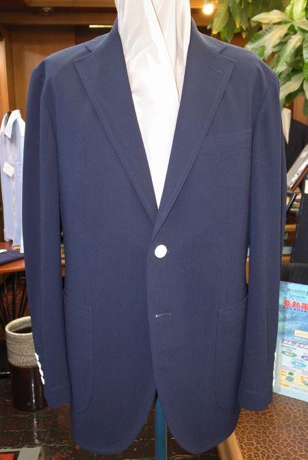 紺の畳めるジップジャケット