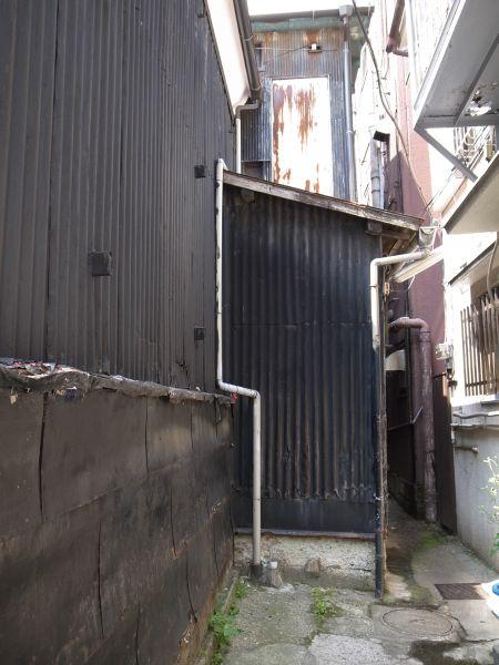 中川園の蔵の路地裏