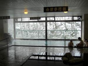 雪の横向き温泉