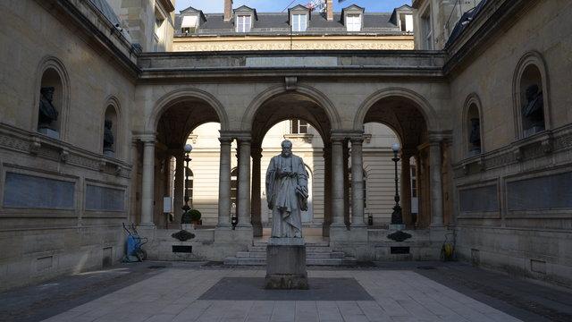 コレージュ・ド・フランス:ギョーム・ビュデの彫刻
