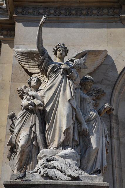オペラ座の「詩」の彫刻