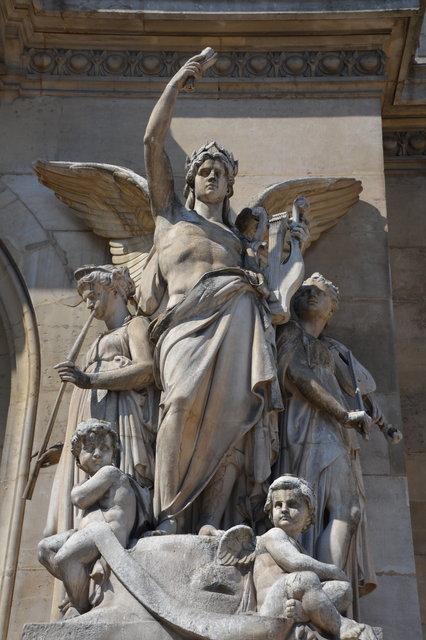 オペラ座の「器楽曲」の彫刻