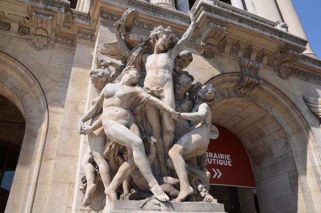 オペラ座の「ダンス」の彫刻