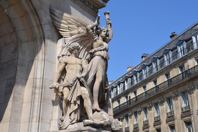 オペラ座の「叙情的なドラマ」の彫刻