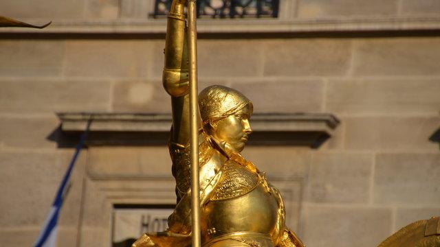 ジャンヌ・ダルクの騎馬像