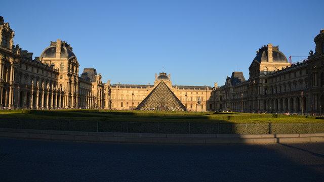 ルーヴルのピラミッド
