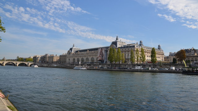 オルセー美術館とセーヌ川