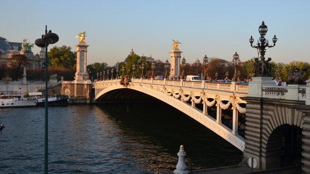 セーヌ川やアレクサンドル3世橋