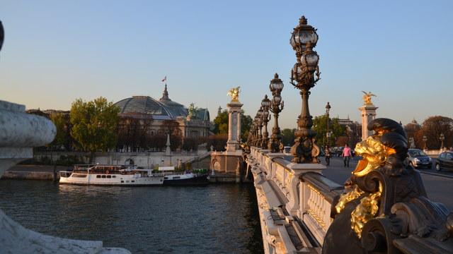 アレクサンドル3世橋やセーヌ川