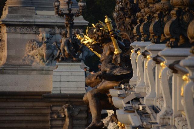 アレクサンドル3世橋の彫刻:「セーヌ川の妖精」