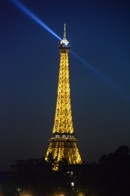 エッフェル塔の夜