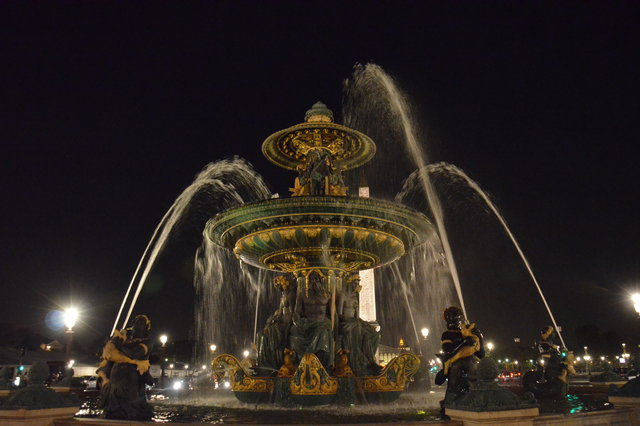 「河川の泉」の夜