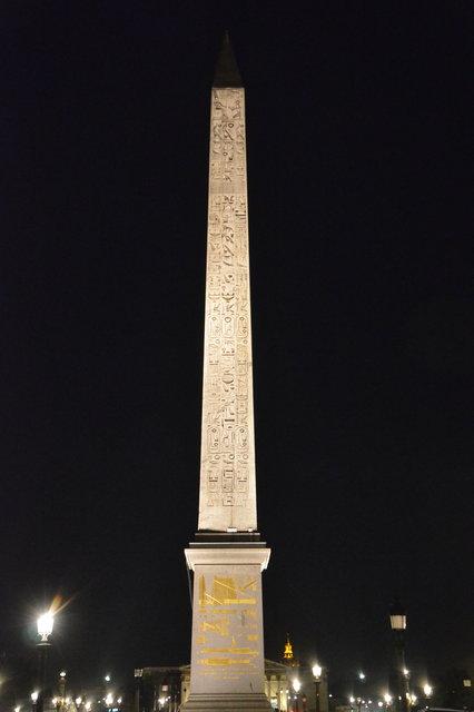 ルクソール神殿のオベリスクの夜