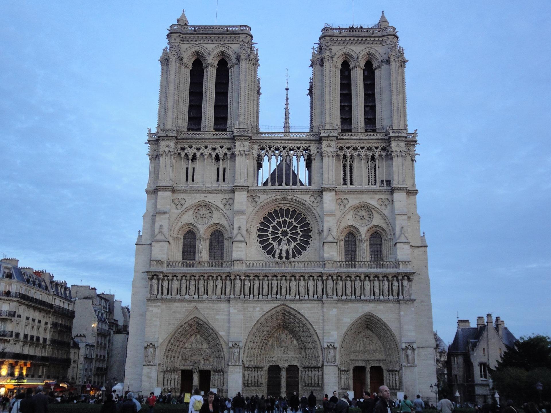 ノートルダム大聖堂 フランス に対する画像結果