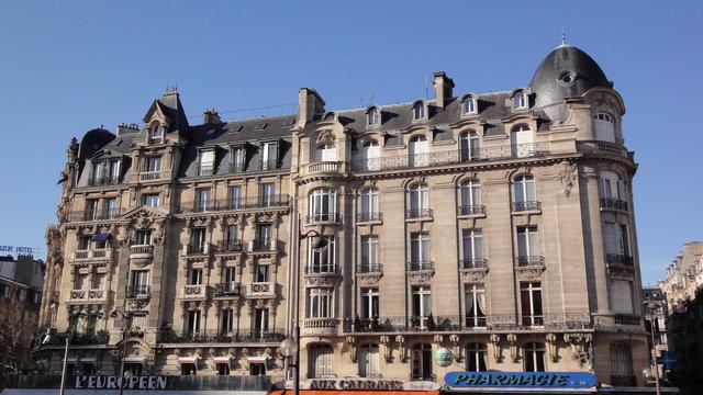 リヨン駅の向かいの建物