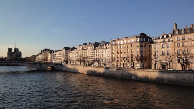 セーヌ川、サン=ルイ島、パリのノートルダム大聖堂
