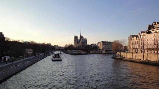 セーヌ川、シテ島、パリのノートルダム大聖堂、サン=ルイ島