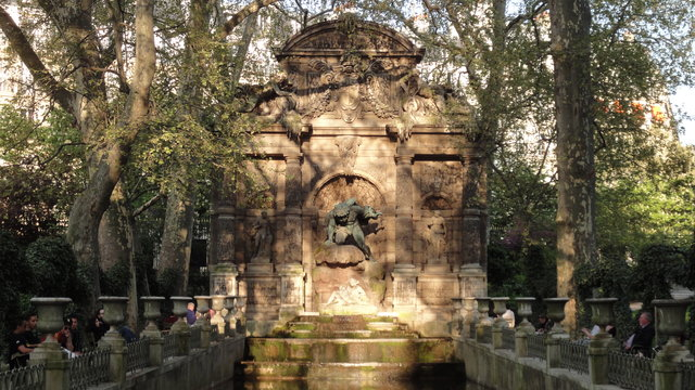 リュクサンブール公園:メディシスの泉
