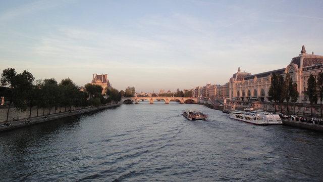 オルセー美術館やセーヌ川