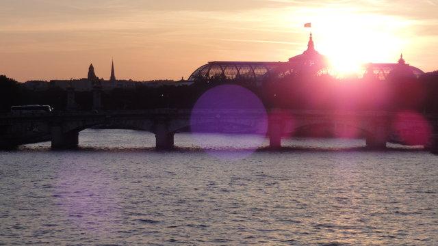 セーヌ川やグラン・パレの何だかサイケデリックな夕暮れ